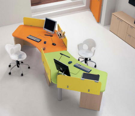 Una forma de aprovechar tu mesa de trabajo