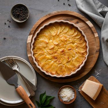 Pastel de papa gratinado a los cuatro quesos. Receta fácil al horno