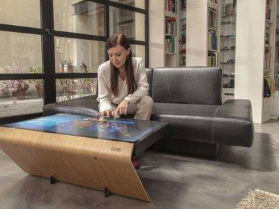 ¿Buscas una mesa con pantalla y Windows 10? Kineti tiene una de diseño que cuesta 5.000 euros