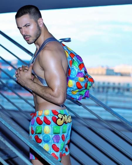 Tu verano se convierte en una experiencia pop con la colección Candy Crush de Moschino