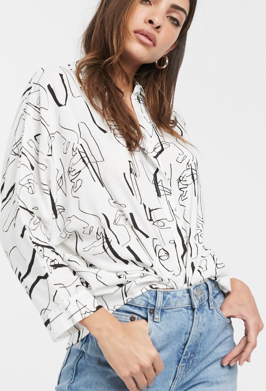 Camisa extragrande de manga larga con estampado de boceto abstracto de ASOS DESIGN
