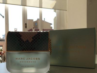 Decadence Eau So Decadent de Marc Jacobs, un perfume tan ideal por dentro como por fuera