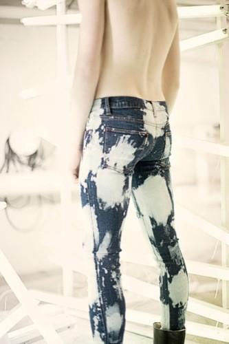 Tendencia de pasarela: los jeans con efecto lejía