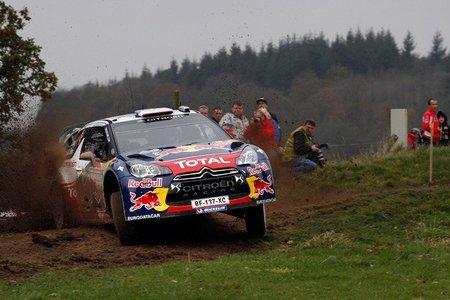 Rally de Gales 2011: Sébastien Ogier abandona y Loeb líder tras la primera etapa