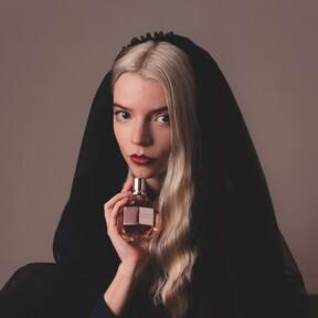 De Gambito de Dama a imagen del perfume Flowerbomb de Viktor&Rolf: Anya Taylor-Joy nos conquista allá donde va