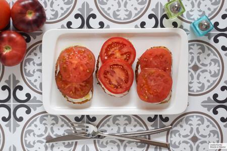 Tosta Estela de tomate y queso camembert