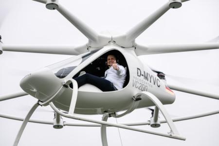 Volocopter VC200 es un híbrido entre dron y helicóptero, sus 18 rotores pueden levantar 450 kilos