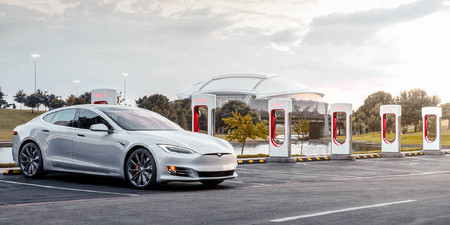 Tesla Model S Cargando 3