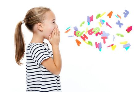 """¿Qué significan las siglas NNA? El nuevo término inclusivo que sustituye el genérico """"niños"""""""