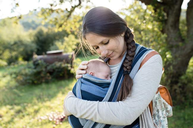 """Portear a tu bebé: una maravillosa e inolvidable experiencia que te """"enganchará"""""""