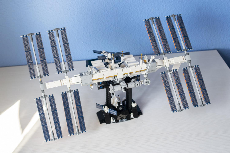 Foto de La Estación Espacial Internacional de LEGO terminada (1/16)
