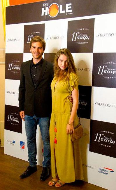 Ana de Armas y Marc Clotet la mar de enamorados en los divertidísimos Premios Shangay