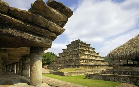 Edificio De Las Columnas Tajin
