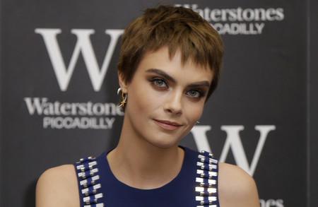 Este es el look con el que Cara Delevingne se ha estrenado como escritora en Londres