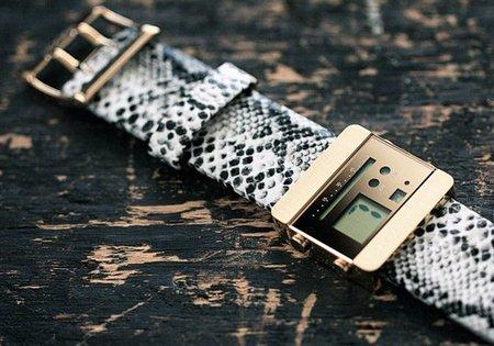 Nooka ZOOV el reloj de estilo futurista con correa de piel de pitón
