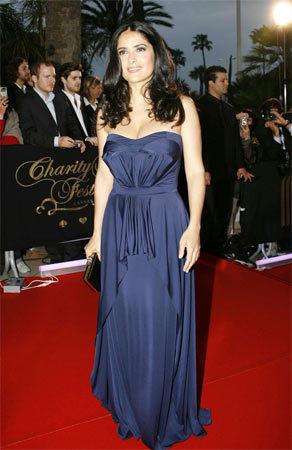 El look de Salma Hayek en Cannes o como vestir para una partida de poker