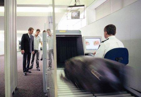 Los escáneres del aeropuerto, sospechosos en el caso de varios Kindle 'asesinados'
