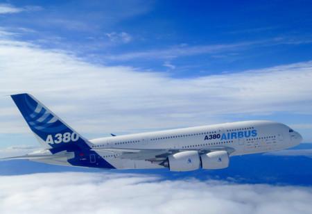 Aterriza un Airbus A380 en el AICM, el avión comercial más grande del mundo