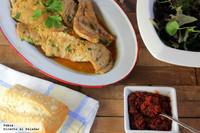 Escalopines de pollo marinado a la parrilla con salsa de tomates secos. Receta