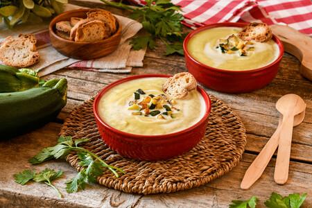 ¡Adiós grumos! Disfruta del puré de calabacín y patata más cremoso con esta receta (y sus trucos)