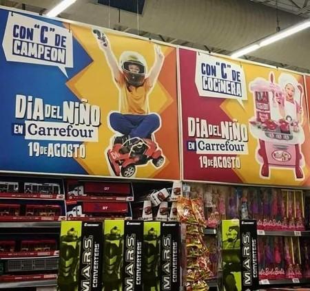 Carrefour se ve obligado a rectificar tras la avalancha de críticas suscitada por una publicidad de juguetes sexista