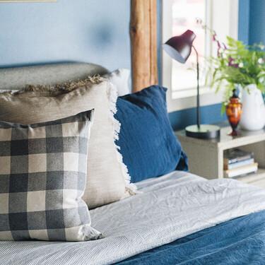Antes y después: un dormitorio de invitados en tonos azules, perfecto para el verano