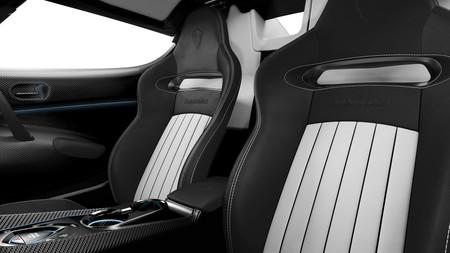 Este es el Koenigsegg Regera al desnudo, luciendo palmito y fibra de carbono