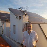 Cinco años desconectados de la red eléctrica y autoabasteciéndose de energía: así vive la familia Torres