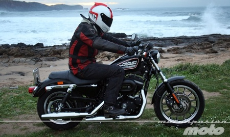 Harley Davidson Sportster XL 883 R, prueba (conducción en ciudad y carretera)