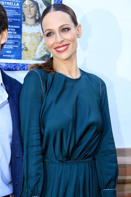 Eva González prefiere continuar eligiendo vestidos sueltos durante sus primeros meses de embarazo. ¿Es una buena elección?