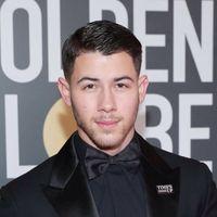 Nick Jonas es elegancia pura en su look para los Golden Globes 2018