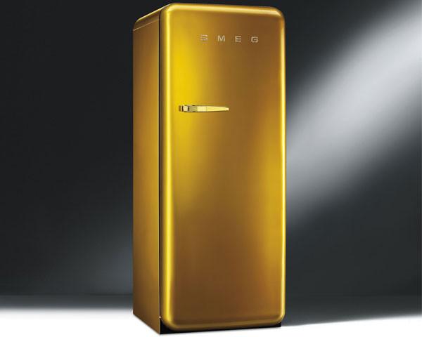 el frigor fico retro de smeg tambi n se viste de oro. Black Bedroom Furniture Sets. Home Design Ideas