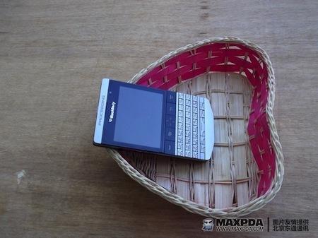 Foto de BlackBerry Bold 9980 Knight, nueva serie limitada de BlackBerry de gama alta (35/39)