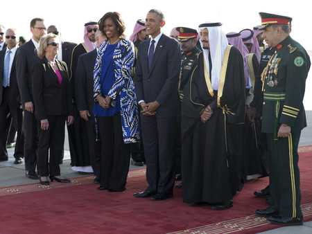 michelle obama look velo arabia saudi protocolo vestimenta