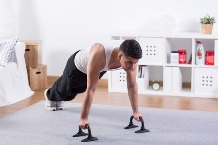 Cinco entrenamientos Tabata en vídeo para entrenar en casa y huir del frío