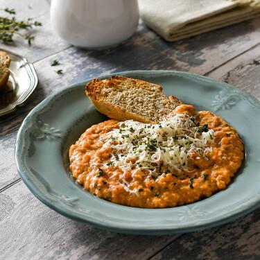 Strapatsada o revuelto de huevo, tomate y queso feta: la receta griega que llega para quedarse