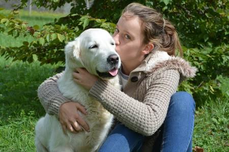 Mejoran la autoestima y rebajan la ansiedad: así benefician los perros de terapia a los adolescentes con trastornos alimentarios
