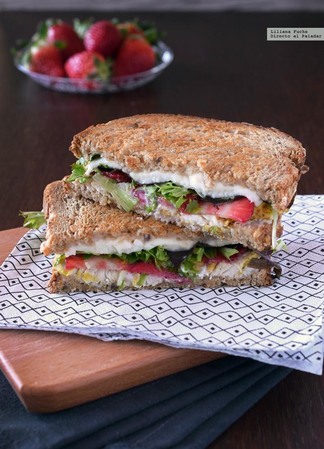 Sandwich de Fresas, Queso y Pollo