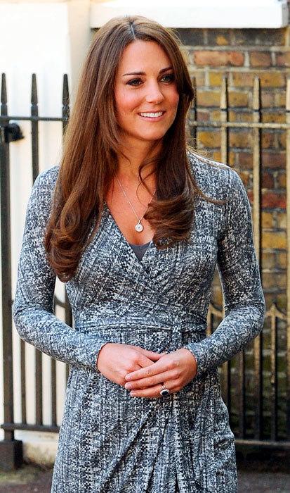 Kate Middleton ya luce una pequeña pancita