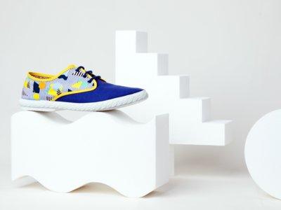 La esencia del verano azul: zapatillas Maians por Octaevo Studio
