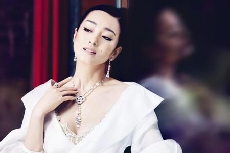 Gong Li , la nueva embajadora de Piaget, luce espectacular Piaget Couture Précieuse