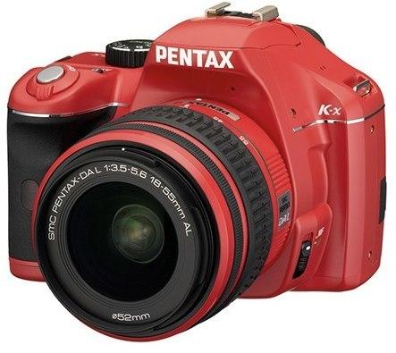 Una cámara réflex roja de Pentax. ¡Roja!
