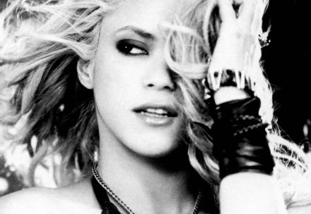 Las gallinas muestran el buen camino a Shakira