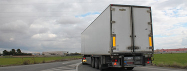 Cómo convivir con los camiones en carretera y no sufrir un infarto en el intento