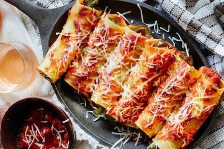 Canelones rellenos con pimientos asados. Receta fácil de comida vegetariana