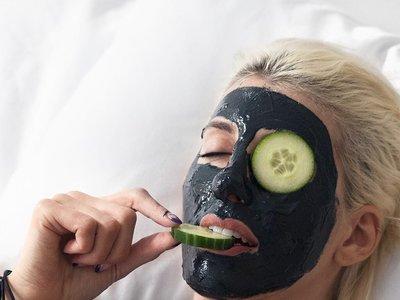 Flipando con las mascarillas magnéticas, la última tendencia viral del mundo de la belleza