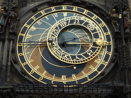 Así funciona el reloj astronómico de Praga: una tecnología analógica fascinante