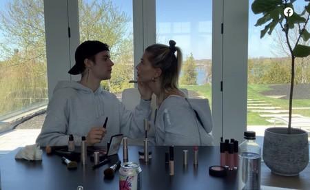 Justin Bieber saca su faceta de maquillador profesional con Hailey Baldwin y el resultado es asombroso
