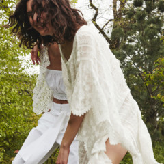 Foto 5 de 7 de la galería zara-editorial-total-white-verano-2016 en Trendencias