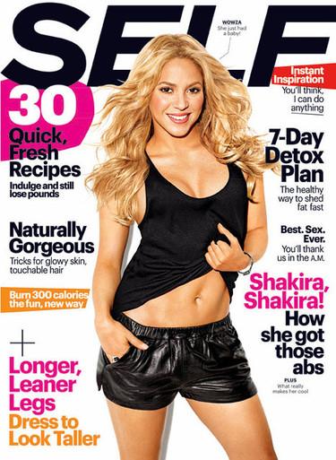 Shakira presume de ombligo y abdominales
